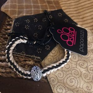 Urban paparazzi bracelets uses pull knot to fasten